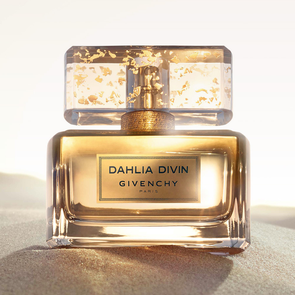 Givenchy_DahliaDivin_1
